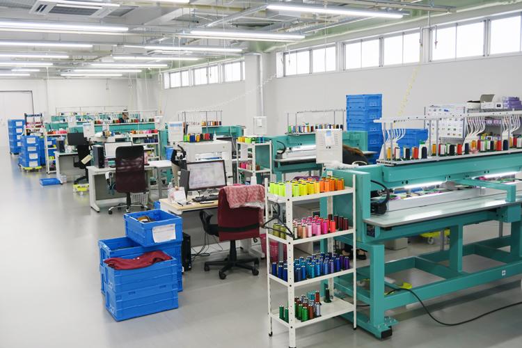 刺繍専門の自社加工場の様子