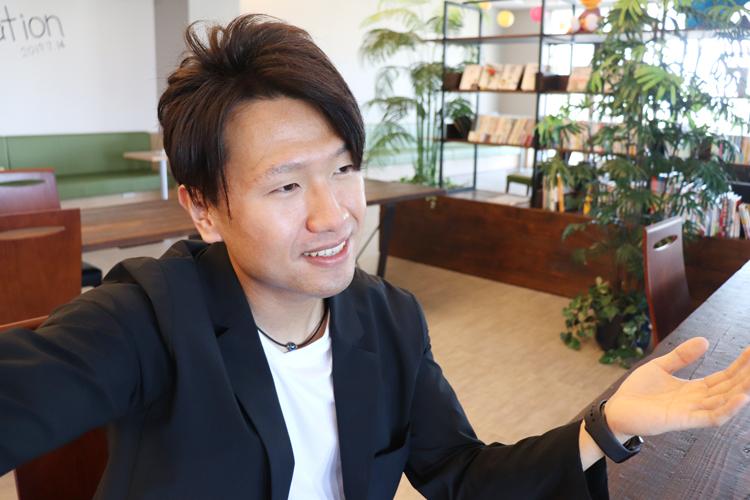 スーツ型作業服 ステルスジャケット  ギフト企画について語る野坂氏