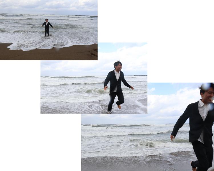 100回洗っても撥水性を維持するスーツ型作業服を着て海に浸かるスタッフ野坂