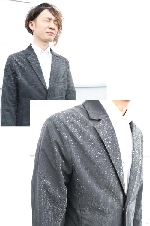撥水機能付きステルスジャケットの魅力を実際に体感するスタッフツボタ